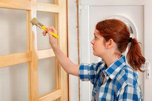 Tecnica simple para simular una puerta de acero en madera. Cómo dar la apariencia de puerta de madera a una puerta de acero.