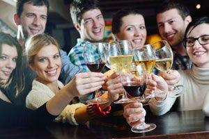 Ilustración de Cómo hacer una Reunión de Amigos con Poco Presupuesto