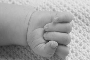 Cómo ayudarle al niño a controlar sus manos