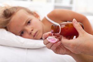 Ilustración de Cómo darles remedios a los niños