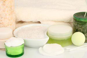 Ilustración de Cómo hacer un tónico astringente casero para piel grasa