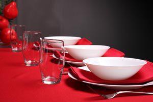 Colocar correctamente los cubiertos y vajilla en una mesa