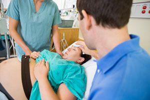 Cómo ayudar a una embarazada durante el parto