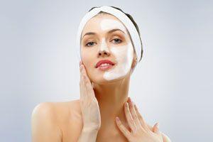 Cómo aprovechar la máximo una crema para el rostro y cuello