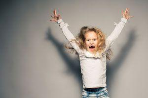 Cómo Controlar a un Niño Hiperactivo