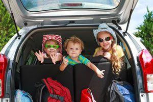 Ilustración de Cómo viajar con niños en el auto
