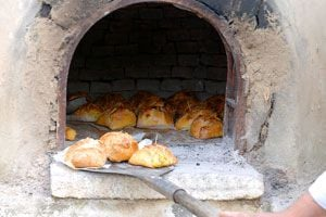 Como utilizar un horno de barro - Como cocinar en un horno de lena ...