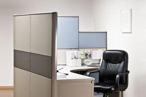 Trucos para decorar una oficina peque a o cub culo for Como decorar una oficina pequena de trabajo