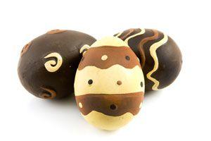 Huevos de Pascuas Caseros Bicolor. Como hacer un Huevo de Pascua de varios colores.