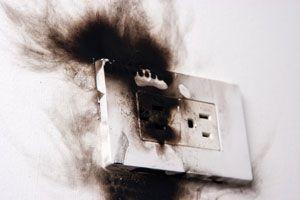 Ilustración de Cómo prevenir incendios causados por problemas eléctricos