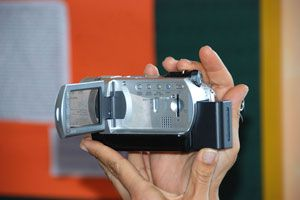 Ilustración de Cómo decidir entre una cámara de video con disco duro o MiniDv