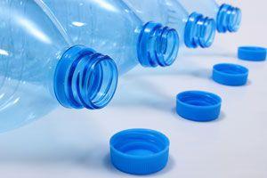 Ilustración de Cómo Reciclar las Botellas Plásticas
