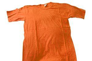 Camiseta de color rojo, revive sus colores con estos remedios caseros.