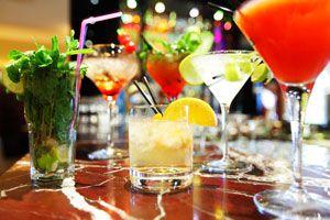 Cómo decorar las copas para un evento