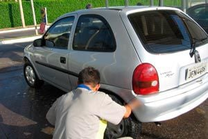 Mantenimiento de los neumáticos del carro.