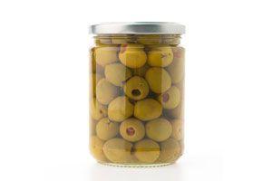 Conserva de aceitunas verdes caseras en frasco