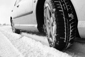 Ilustración de Qué hacer al detener el auto en la nieve