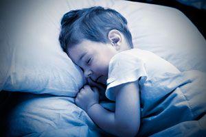 Cómo actuar cuando los niños sufren de enuresis