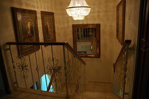 Cuadros en cocinas, baños y pasillos. Cómo elegir cuadros para zonas difíciles.