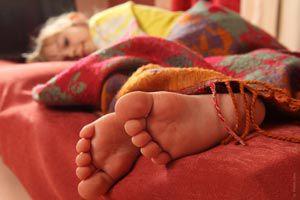 Cómo evitar que el niño desarme la cama al dormir