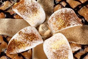 Ilustración de Cómo decorar la mesa de fin de año con adornos de pan