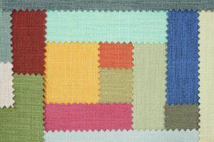 Cómo decorar las paredes con telas y retazos