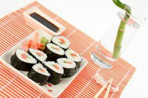 Cómo elegir el color de la vajilla y la mesa para una buena alimentación