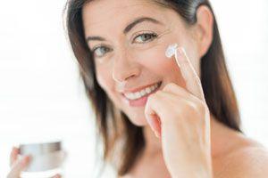 Ilustración de Cómo prevenir las arrugas en el rostro