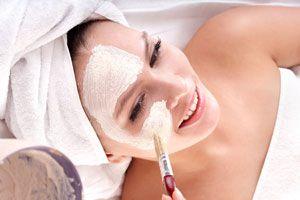 Cómo hacer una mascarilla para el rostro, contorno y cuello