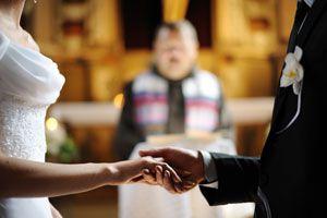 Ilustración de Cómo modernizar una boda religiosa
