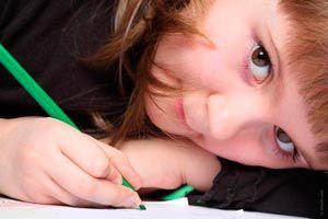 Ilustración de Cómo Evitar la Distracción de los Niños cuando Estudian