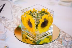 Ilustración de Cómo hacer centros de mesa con una flor