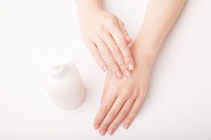 Cómo mejorar las manos agrietadas