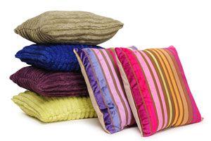 Ilustración de Cómo decorar almohadones con ropa vieja