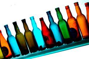 Formas de decorar las botellas. Cómo hacer botellas decorativas con distintas técnicas. Ideas para decorar las botellas