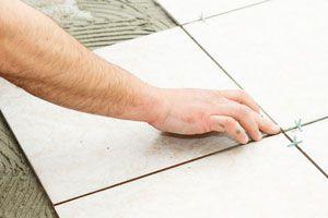 Pasos para la colocación de baldosas en el suelo. Procedimiento para colocar baldosas. cómo instalar las baldosas tú mismo