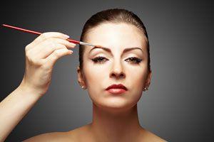 Ilustración de Cómo Cuidar y Maquillar las Cejas