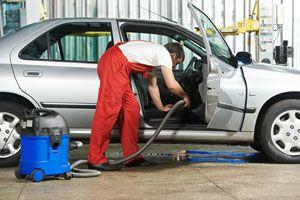 Ilustración de Cómo Limpiar las Alfombras del Auto