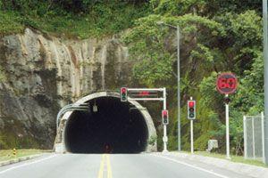 Ilustración de Cómo Conducir en un Túnel