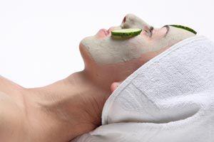 La máscara para la persona limpia y estrecha los tiempos