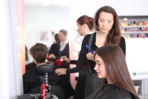 Guía para organizar los puestos de trabajo en una peluquería. cómo planificar las tareas en una peluquería