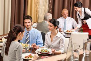 Cómo actuar correctamente en la mesa