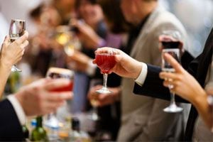 Cuándo es el momento de abandonar una reunión social