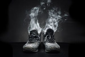 Trucos para eliminar el mal olor de las zapatillas. Cómo limpiar el calzado y evitar el mal olor. Métodos para eliminar malos olores en los zapatos