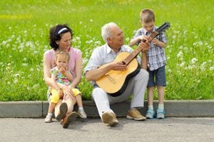 Ilustración de Cómo Entretener a un Anciano
