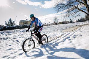 Ilustración de Cómo hacer cadenas para andar en bicicleta en la nieve