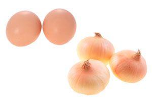 Huevos de colores teñidos con cebollas