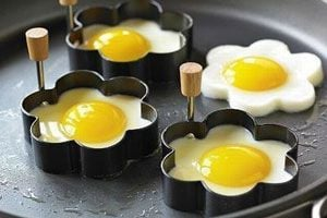 Ilustración de Moldes para hacer Huevos Fritos de Diferentes Formas