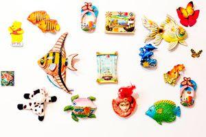 Ilustración de Imanes decorativos con porcelana fría