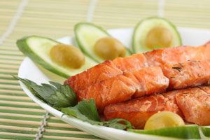Cómo comprar el salmón. Ingredientes para hacer salmón ahumado. Preparación del salmón ahumado.
